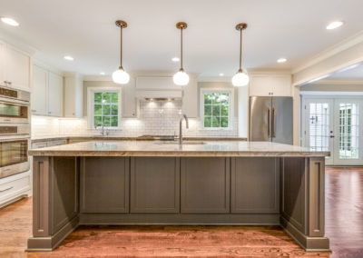 center kitchen island with pendant lighting